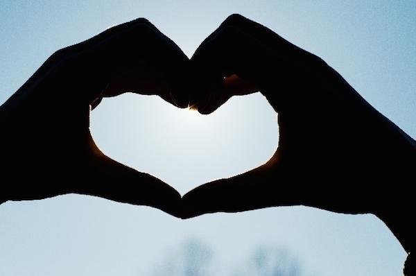 遠距離恋愛の極意☆離れていても彼を夢中にさせる7つの方法