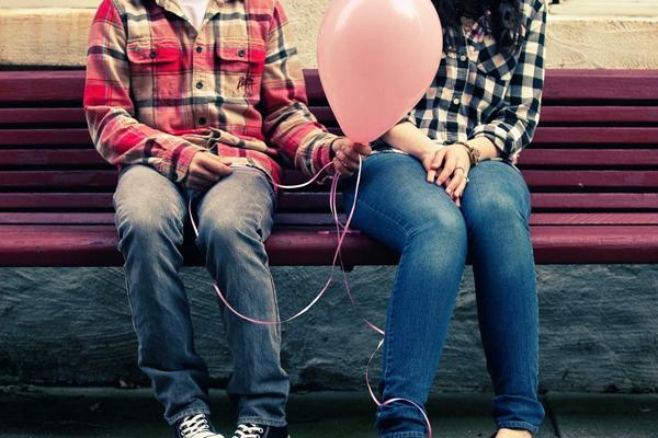 付き合うって何をするの?恋人関係を深めるスキンシップ術